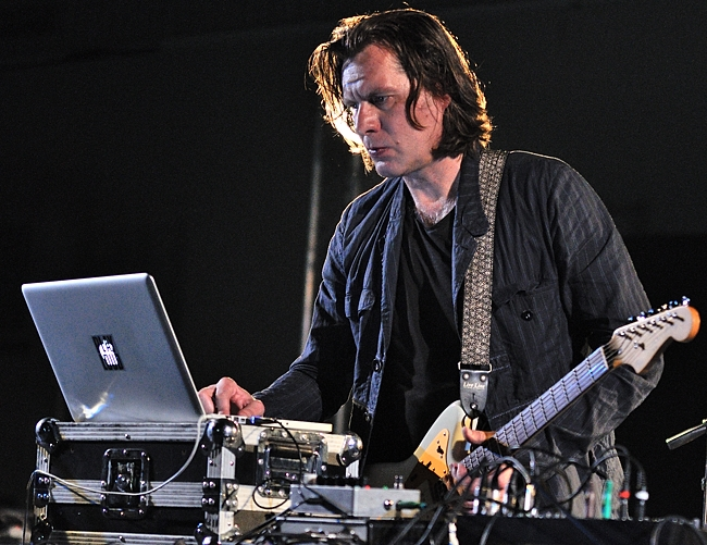 http://blog.creative-plus.net/wp-content/uploads/christian_fennesz.jpg